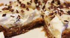 Look at this recipe - Quick Banoffee Pie - and other tasty dishes on Food Network. Easy Banoffee Pie, Torta Banoffee, Best Banoffee Pie Recipe, Banoffee Cheesecake, Lemon Cheesecake, Easy Desserts, Delicious Desserts, Yummy Food, Cook Desserts
