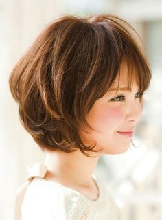 Cute short bob + bang (side)