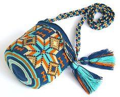 подлинный mochila wayuu / мини размер / лучшего качества / ручной работы крест тела сумка Tapestry Bag, Tapestry Crochet, Poufs, Crochet Bags, Beautiful Crochet, Sale Items, Beaded Jewelry, Crochet Patterns, Crossbody Bag