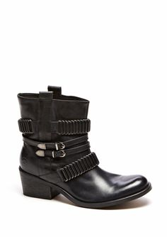 Black Boots - Bronx - I would so wear these!