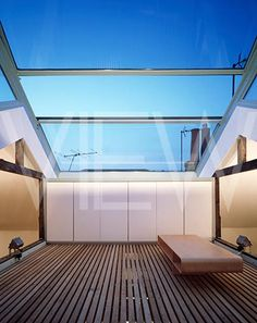 PRIVATE HOUSE COVERED ROOFTOP WITH MOVABLE GLASS ROOF Kitchen Extension Roof Ideas, Roof Extension, Glass Extension, Wooden Pergola, Diy Pergola, Glass Structure, Glass Room, Glass Ceiling, Roof Deck