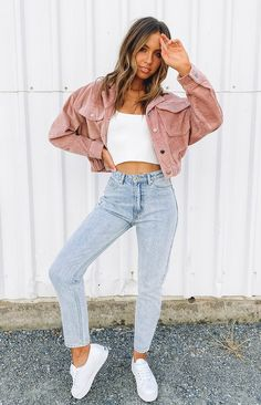 Get cozy in the Broken Heart Cord Jacket Blush. This jacket is perfect for those chilly autumn nights! Style with your fave denim jeans or shorts and white top for an easy weekend look. Blush, cord jacket Front pockets Button up Cropped, bomber style Downtown Outfits, Casual College Outfits, Basic Outfits, Cute Casual Outfits, Simple Outfits, Everyday Outfits, Teenage Girl Outfits, Teenager Outfits, September Outfits