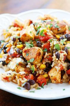 Better than anything you'll get at a restaurant… Southwestern Fiesta Chicken. Better than anything you'll get at a restaurant! Seriously who would not want to eat this? It's like a fiesta on a plate! Food Dishes, Main Dishes, Food Food, Clean Eating, Healthy Eating, Easy Chicken Dinner Recipes, Recipe Chicken, Fiesta Chicken Crockpot, Healthy Chicken Casserole