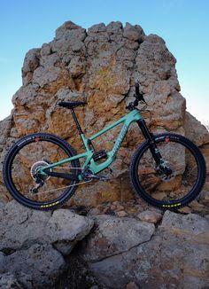 The modern day brawler Xc Mountain Bike, Freeride Mountain Bike, Downhill Bike, Mtb Bike, Santa Cruz Mtb, Montain Bike, Mountain Wallpaper, Bicycle Art, Bike Design