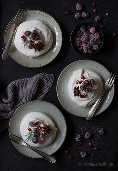Mini Pavlovas mit gezuckerten Cranberries - das Basisrezept für alle Pavlovas Mini, Panna Cotta, Pudding, Cranberries, Ethnic Recipes, Desserts, Food, Little Diva, National Dish