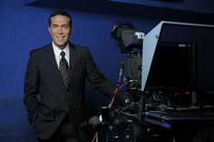 Rodolfo Barili es el Gerente de Noticias de Telefé y conduce el noticiero vespertino con Cristina Pérez.