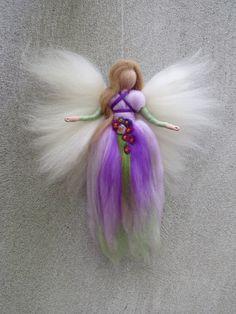 Angel Elisa needle felted and waldorf inspried by LivelySheep Needle Felted, Wet Felting, Felt Crafts Patterns, Felt Angel, Needle Felting Tutorials, Felt Fairy, Eye For Detail, Waldorf Dolls, Fairy Dolls