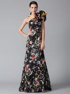 A  Carolina Herrera organza gown to own one day! Stunning.