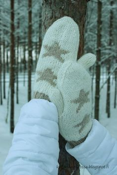 Tuplalapaset ohje Clothing Patterns, Mittens, Needlework, Gloves, Knitting, Sewing, Outdoor, Cabin, Ideas