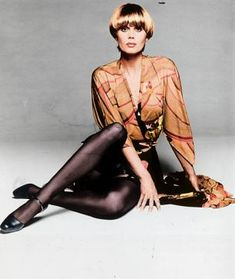 Joanna Lumley as Purdey, one of The Avengers. Compare to her character on Absolutely Fabulous about 20 years later Srinagar, Avengers Girl, New Avengers, Patsy Stone, Joanna Lumley Young, British Actresses, Actors & Actresses, Classic Actresses, Movies