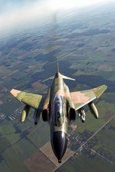 eyestothe-skies:    F-4 Phantom