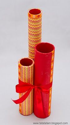 Cover tubes in pretty paper or cloth, tie together - store knitting needles by height! Neat!