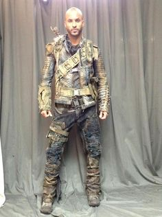 Love Ricky Whittle wish Lincoln didn't die Apocalypse Gear, Apocalypse Fashion, Post Apocalyptic Costume, Post Apocalyptic Fashion, Ricky Whittle, Wasteland Warrior, Dystopia Rising, The 100, Larp