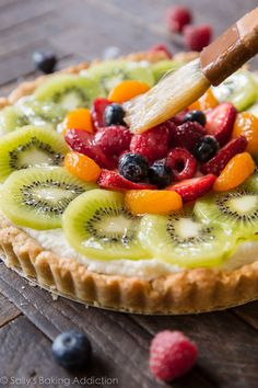Learn how to make homemade fresh fruit tart with buttery pastry crust and mascarpone cream filling! Fruit Pizza Cups, Fruit Pizza Frosting, Mini Fruit Pizzas, Easy Fruit Pizza, Fruit Tarts, Fruit Pie, Sugar Cookie Dough, Sugar Cookies Recipe, Fruit Pizza Recipe With Glaze