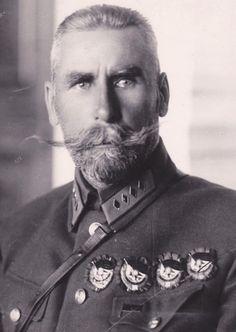 Ян Фрицевич Фабрициус - четырёхкратный кавалер ордена КЗ за Гражд.войну. Фото 1928. В 1929 утонул возле г.Сочи при спасении пострадавших в авиакатастрофе в море.
