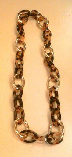 Collar largo de eslabones dorados y carey.http://marberaltabisuteria.mitiendy.com/categorias/collares