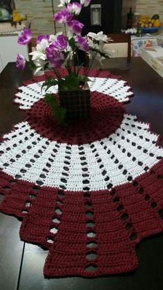 Crochet Freetress - How to Crochet For Beginners Crochet Table Runner Pattern, Free Crochet Doily Patterns, Crochet Tablecloth, Mandala Pattern, Crochet Doilies, Knitting Patterns, Diy Crafts Crochet, Crochet Home, Crochet Projects