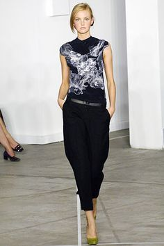 Roland Mouret Spring 2006 Ready-to-Wear - Collection - Gallery - Style.com