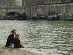 Tomarse un respiro, para reponer fuerzas y contemplar el fluir del agua, el discurrir de la vida en una ciudad con río. París, marzo 2005