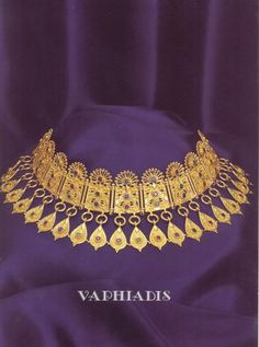 Imagining me in a white sheath and this amazing necklace - Ancient Greek Jewelry, Pontika (Ukraina) 300 BC. Greek Jewelry, Ethnic Jewelry, Indian Jewelry, Ancient Jewelry, Antique Jewelry, Vintage Jewelry, Viking Jewelry, Art Et Architecture, Schmuck Design