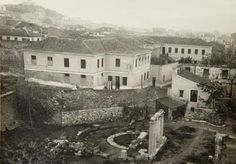 Greece past, present and future in images Old Photos, Vintage Photos, Athens Greece, Old City, Paris Skyline, Past, Island, Landscape, House Styles