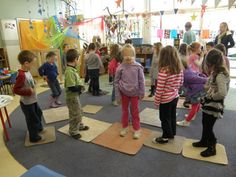 musical mats - a cooperative group time game where everyone wins. Classroom Games, Classroom Management, Preschool Centers, Time Games, Music And Movement, Music Therapy, Reggio Emilia, Teaching Music, Wolf