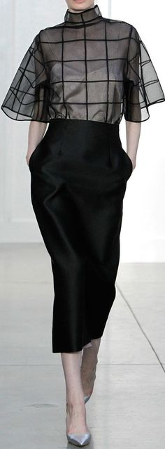 Barbara Casasola Spring 2014 A black midi-lenght pencil skirt and a transparent oversized blouse. Great for going out or a modern office outfit - workwear with a twist Winter Dress Outfits, Skirt Outfits, Outfit Winter, Winter Hair, Dress Winter, Dress Skirt, Spring Outfits, Midi Skirt, Mode Chic