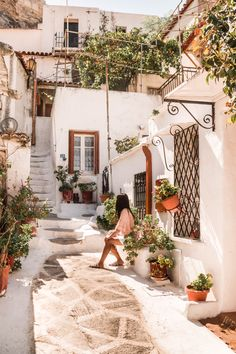 greece in the summer Places Around The World, Oh The Places You'll Go, Places To Travel, Travel Destinations, Around The Worlds, Arquitectura Wallpaper, Beautiful World, Beautiful Places, Travel Aesthetic