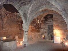 Hôtel d'Ourscamp (1585) 44 et 46 rue François-Miron Paris 75004. Résidence des moines de l'Abbaye Notre Dame d'Ourscamp depuis 1248.Cellier du XIIIe siècle.