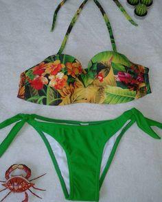 Biquini floral com calcinha de lacinho verde. Tamanho G. Valor 85 reais no cartão ou 80 reais no dinheiro ou transferência
