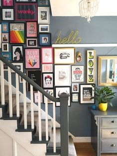 36 Affordable Stairway Gallery Wall Design Ideas To Try Asap Flur Design, Wall Design, House Design, Murs Clairs, Gallery Wall Staircase, Picture Wall Staircase, Staircase Pictures, Staircase Design, Images Murales