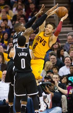 e8a6e5f7256 Matthew Dellavedova Photos - Matthew Dellavedova  8 of the Cleveland  Cavaliers passes around Thomas Robinson