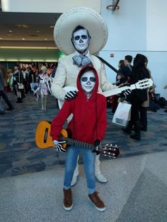 Disney Costumes Coco Halloween Costumes - Miguel costume and Ernesto de la Cruz costume from the Disney's Coco! Costumes Halloween Disney, Couples Halloween, Cute Costumes, Halloween 2018, Halloween Outfits, Halloween Kids, Costume Ideas, Funny Family Costumes, Halloween Tumblr