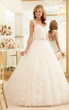 6268 Lace and Tulle Ball Gown Wedding Dress by Stella York