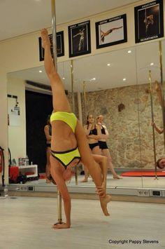 One Hand handstand & Split