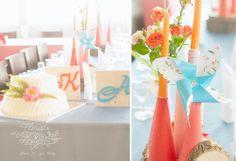 декор столов и торт с флористическим оформлением