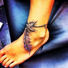 tatouage plume ethnique