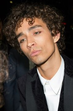 I fell in love with again😍 Beautiful Person, Beautiful Boys, Beautiful People, Robert Sheehan, Family Relations, Under My Umbrella, Irish Men, Actor Model, Celebs