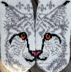 Skapa och Inreda: Pattern in English, Danish or Dutch. Knitted Mittens Pattern, Animal Knitting Patterns, Knit Mittens, Mitten Gloves, Crochet Patterns, Crochet Santa, Knit Crochet, Christmas Crafts For Kids To Make, Hama Beads