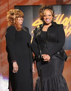 Karen Clark Sheard Photos - Karen Clark Sheard and Kierra Sheard present the Group/Duo of the Year Award at the Annual Stellar Awards at Grand Ole Opry House on January 2012 in Nashville, Tennessee. - Annual Stellar Gospel Music Awards - Show Kiki Sheard, Kierra Sheard, Lynn Whitfield, Kimberly Elise, Karen Clark, Faith Evans, True Roots, Church Fashion, Queen Latifah