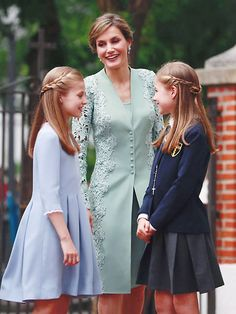 Royal Family Portrait, Princess Of Spain, Kate Middleton Outfits, Spanish Royalty, Estilo Real, Laetitia, Royal Clothing, Girl Outfits, Fashion Outfits