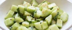 Para ajudar você, fizemos uma lista com dez alimentos que vão alimentar você e, ao mesmo tempo, ajudar a eliminar o excesso de peso. #saudavel #saude #reeducaçãoalimentar #emagrecer #fitness #nutrição #emagrecercomsaude #nutricao #perderpeso #saúde Honeydew, Celery, Potato Salad, Potatoes, Fruit, Vegetables, Ethnic Recipes, Food, Fitness