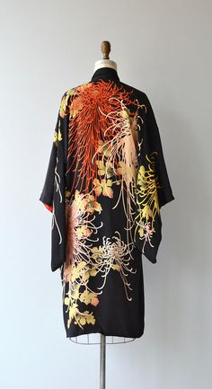 Vintage 1920s silk kimono wrapper with explosive floral print, 3/4 furisode sleeves, red silk chiffon lining and black sash belt. ✂-----Measurements fits like: free size bust: free waist: free length: 43 brand/maker: made in Japan condition: there is a tear on the inside lining about 2 inches long, otherwise it is in excellent shape! ✩ layaway is available for this item to ensure a good fit, please read the sizing guide: http://www.etsy.com/shop/DearGolden&#x2...