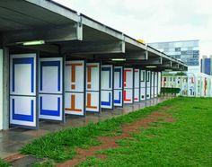 Portas pivotantes pintadas, Rede Sarah Brasília, 1989. Foto: Foto Ricardo Padue