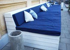 platsbyggd soffa utomhus