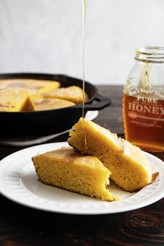 Cast Iron Skillet Cornbread is a great addition to dinnertime. Prepare yourself for sweet, fluffy, golden perfection your family will love. Cast Iron Skillet Cornbread, Iron Skillet Recipes, Cast Iron Recipes, Cast Iron Bread, Cast Iron Cooking, Dutch Oven Recipes, Baking Recipes, Sweet Cornbread, Cornbread Recipes