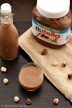 A very easy recipe for a delicious home-made liqueur: Creamy Nutella Liqueur for World Nutella Day!