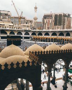 m Islam Beliefs, Islam Religion, Pilgrimage To Mecca, Masjid Al Haram, Mekkah, Beautiful Mosques, Islamic Architecture, Architecture Design, Islam Facts