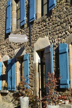 façade La Paresse en Douce (B&B) Facade, Boutique Hotels, France, Beautiful, Auvergne, Sloth, Facades, French