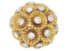Vintage Diamond Rings, Gold Diamond Rings, Yellow Gold Rings, Diamond Flower, Round Cut Diamond, Gold Art, Gold Jewelry, Jewelry Box, Jewellery